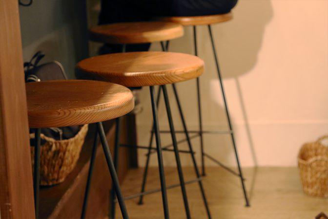 木材と鉄で作ったオーダーメイドのイス