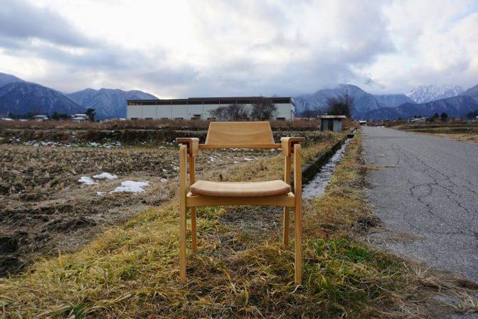 古木の椅子
